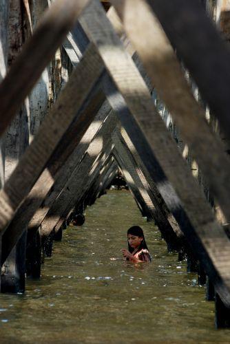 Banho debaixo de ponte