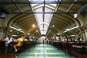Mezanino do Mercado Municipal tem restaurantes com diferentes culinárias
