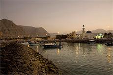 Lanchas no porto de Khasab, a vizinha tranqüila de Dubai