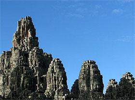 O templo Bayon, constru�do no s�culo 13 d.C., � uma das obras-primas da era Angkor