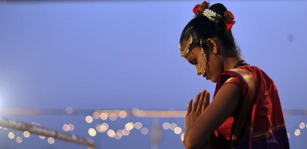 Antes de explorar os vários locais idílicos litorâneos de Goa, vá a uma festa dançante ao estilo Bollywood em um cruzeiro ao entardecer ao longo do Rio Mandovi