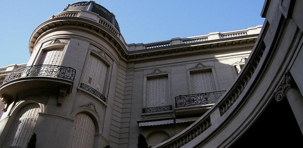 A Nunciatura Apostólica, Embaixada do Vaticano, está instalada em um edifício de 1909, na Recoleta, em Buenos Aires. O palácio foi construído pela família Fernandez-Anchorena