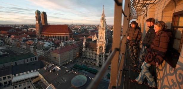Munique é um ótimo destino para os amantes de cerveja, admiradores de história e fãs de música. Turistas aproveitam a vista da Marienplatz
