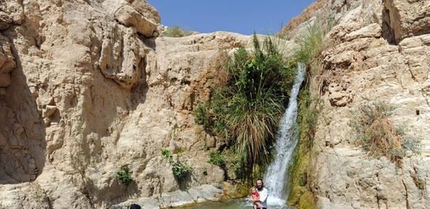 Momento para se refrescar na reserva natural de Ein Gedi, em Israel