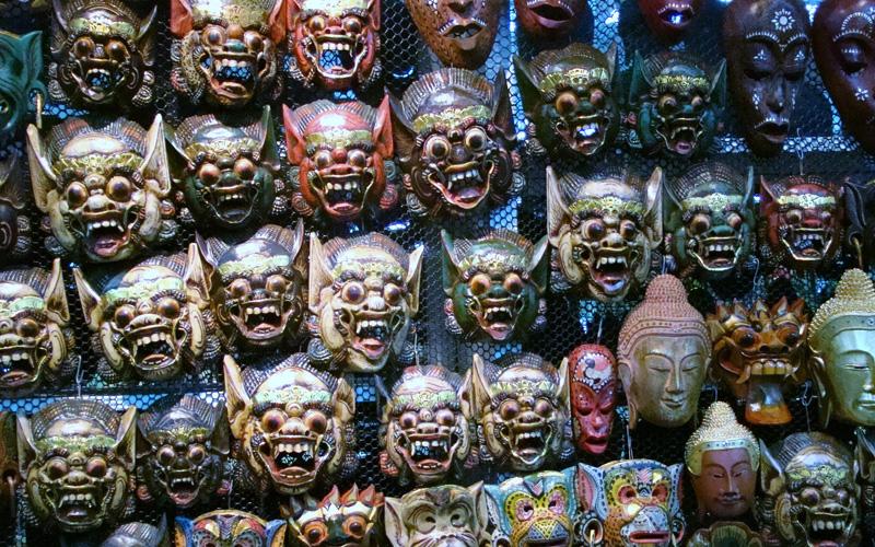 Máscaras tailandesas e tibetanas