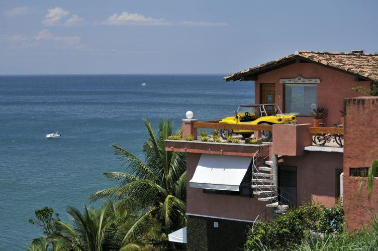 Casas sobre o mar