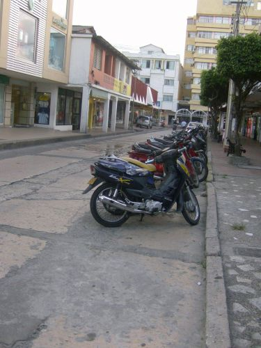 Motocicletas estacionadas