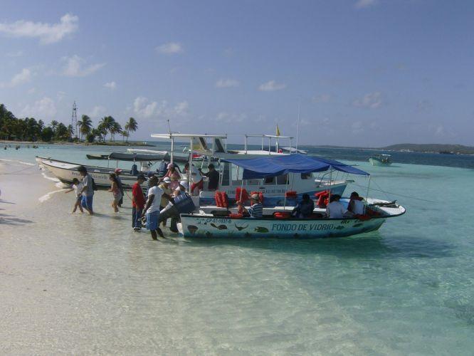 Embarcações na Haynes Cay