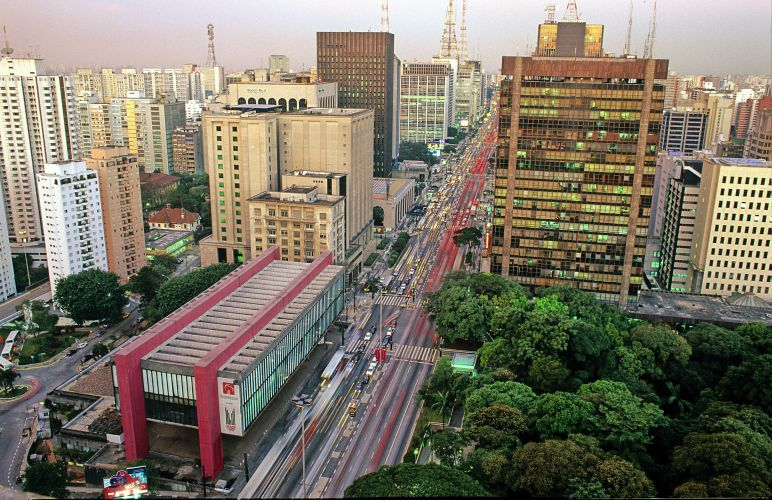 Avenida Paulista no sentido Paraíso