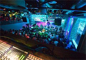 Babylon, clube que toca do jazz afro-cubano até música folclórica psicodélica turca
