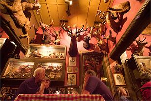 Buckhorn Exchange, o restaurante mais antigo de Denver, tem cabeças de animais nas paredes