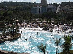 A  Praia articifial do Cerrado, no complexo Rio Quente Resorts, em Goiás