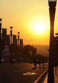 Pôr-do-sol em Sandton, em Johannesburgo, na África do Sul