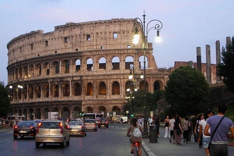 O Coliseu, um dos monumentos mais importantes de Roma, na Itália
