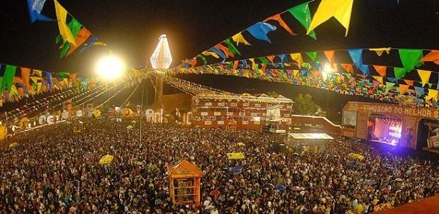 Decoração junina dá colorido especial ao principal palco dos festejos (foto de 2009)