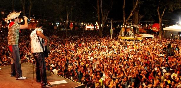 Shows levam mais de 100 mil pessoas por noite na Praça do Bosque em Amargosa (foto da edição de 2009)