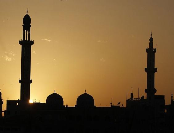 Mesquita de Al-Shafi durante o pôr-do-sol na Faixa de Gaza