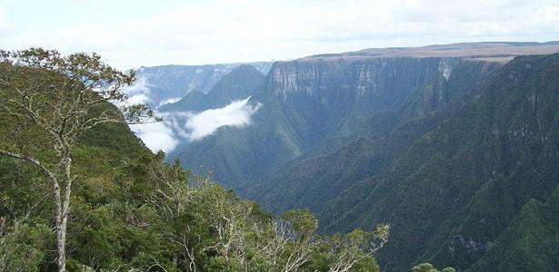 Os paredões e o cânion do Monte Negro marcam as belas paisagens dos Campos de Cima da Serra