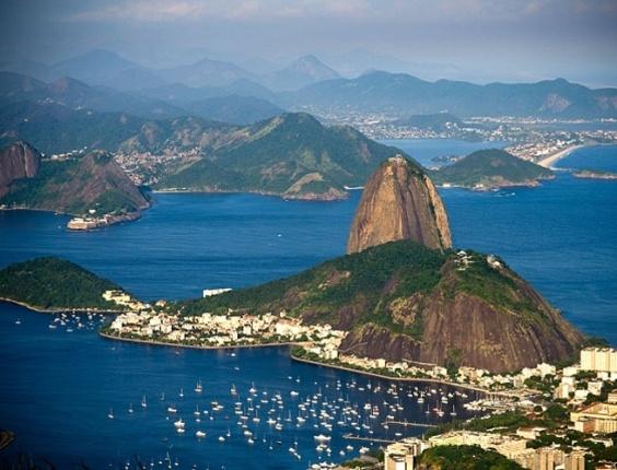 Pão de Açúcar visto do mirante do Cristo Redentor, no alto do Corcovado; Rio de Janeiro
