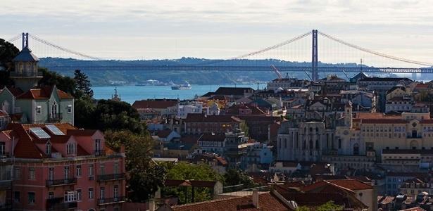 Vista do miradouro (mirante) da Graça, onde se costuma observar o pôr-do-sol em Lisboa