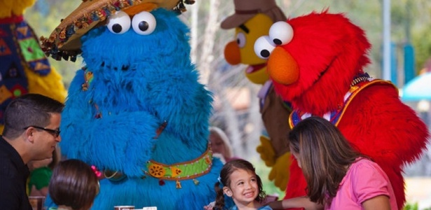 A África é o tema do Sesame Street Safari of Fun no Busch Gardens (na Flórida, EUA), em que todas as atrações ganham nomes dos personagens de Vila Sésamo