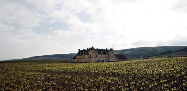 Fundado no século 11, o vinhedo Clos du Vougeot, de 50 hectares, era o Mondavi de sua época, onde, como nota Jefferson, os monges produziam cerca de 50 mil garrafas de vinho por ano.