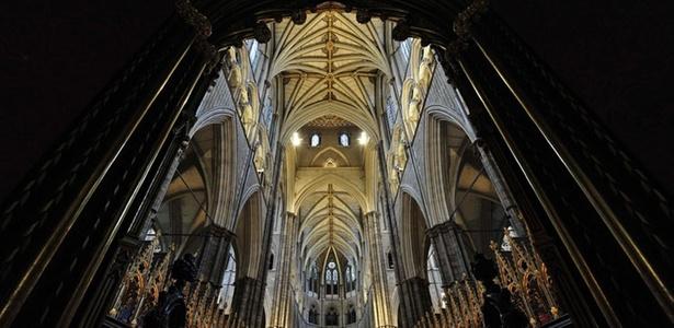 Interior da abadia de Westminster, a igreja mais importante de Londres. O local servirá de cenário para o casamento do príncipe William com Kate Middeleton, em 29 de abril de 2011 - REUTERS/Toby