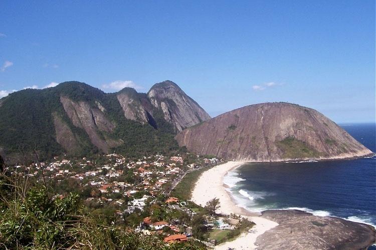 Praia de Itacoatiara, em Niterói, vista do Morro das Andorinhas