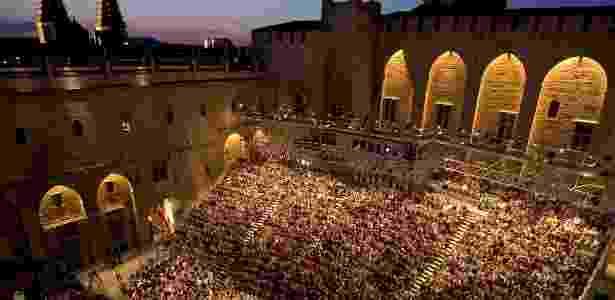 Vista de local que recebe espetáculos do Festival de Avignon - Reprodução/Adoro Viagem