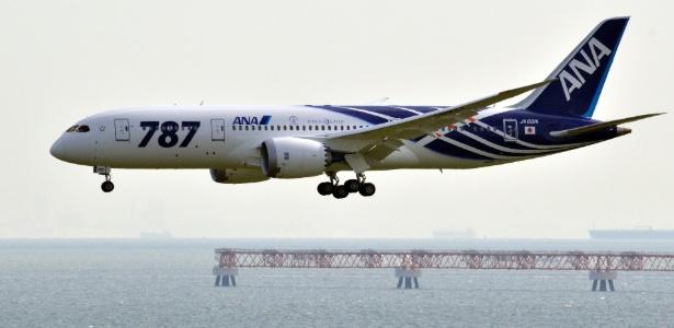Primeiro avião do modelo Boeing 787 pousa em aeroporto no Japão - AFP
